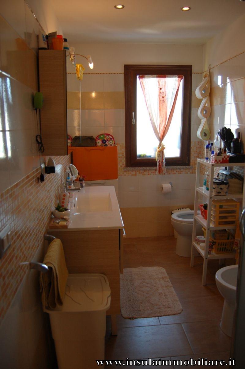 Insula immobiliare appartamento con posto auto for Garage per auto singola con appartamento