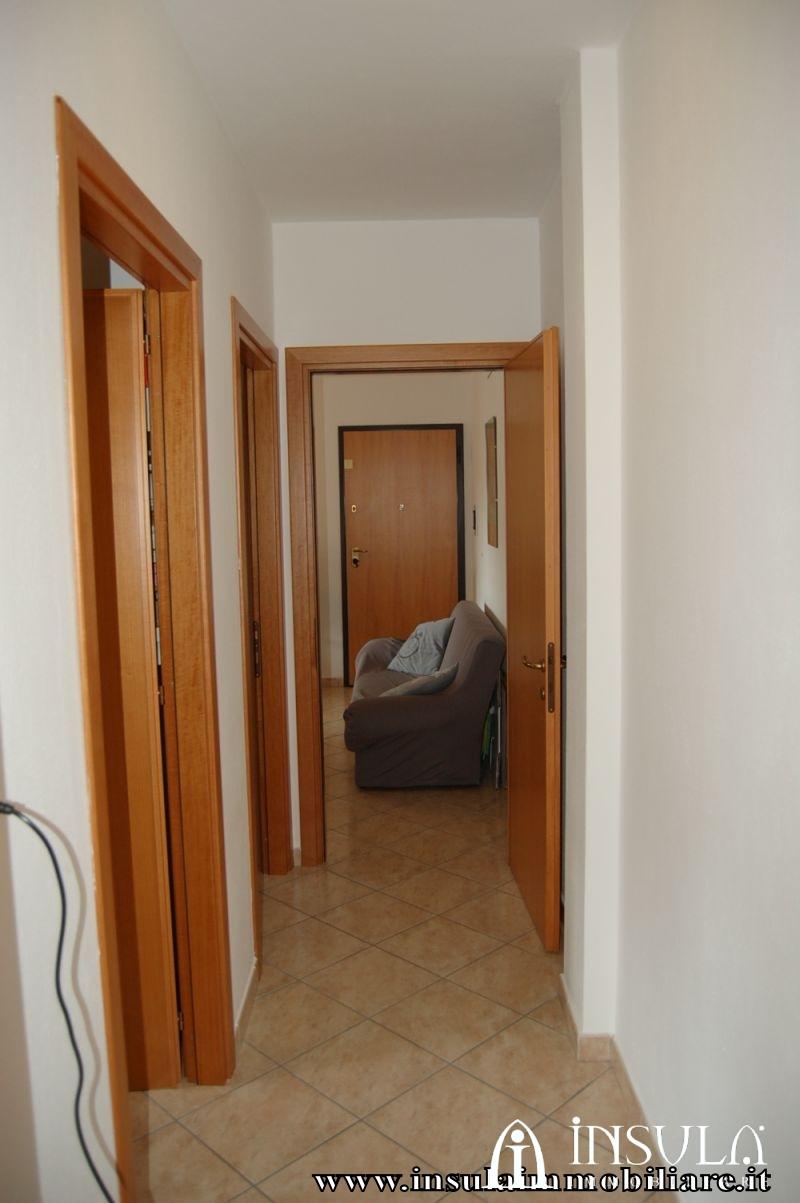 Insula immobiliare appartamento con garage e ascensore for Garage con appartamento in cima